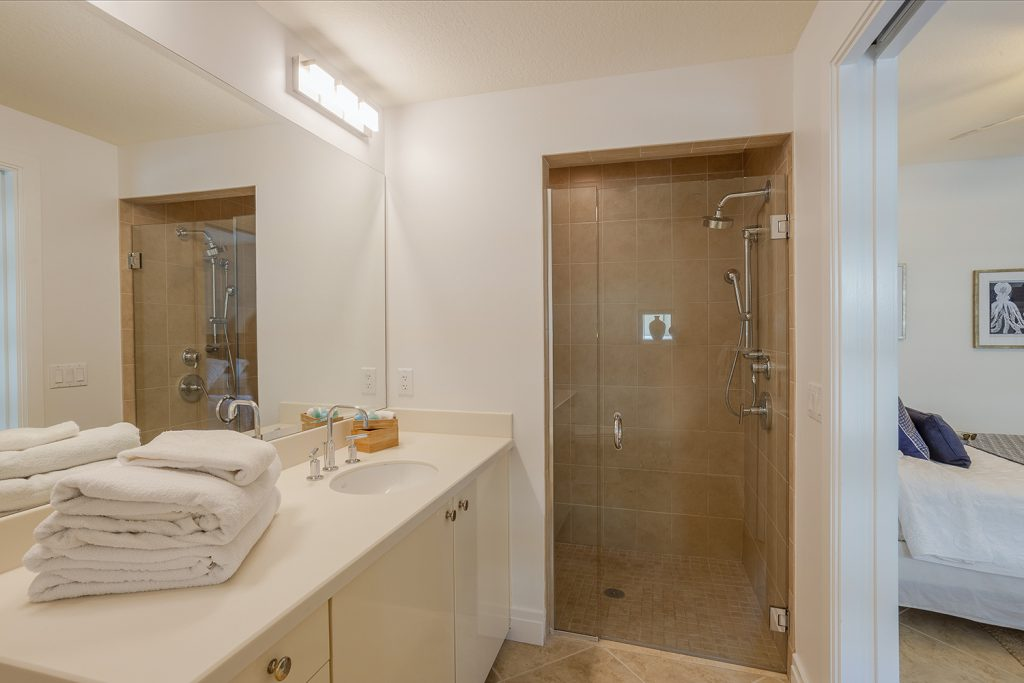 Third bathroom. Walk in shower. Clean linens. High pressure shower.