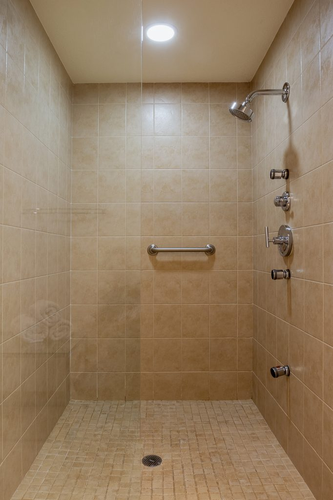 Walk in master shower. Body jets. Grab bar. Clean