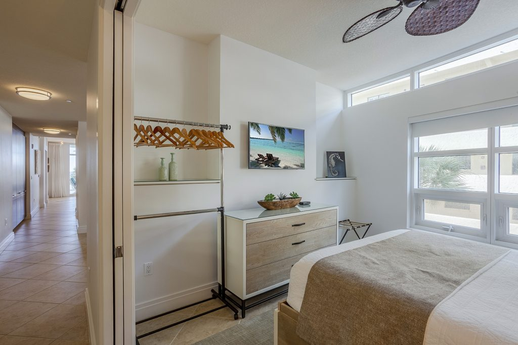 Second bedroom. Queen bed. New Mattress. Smart TV. Ceiling fan.