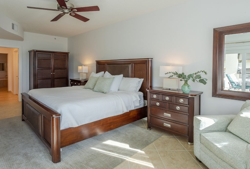 Master bedroom. Ceiling fan. Quality furnishings. Clean. Fresh Linens.