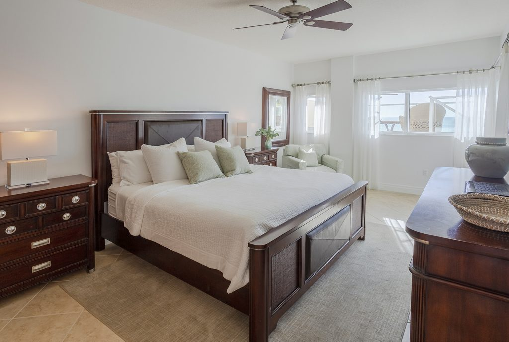 Large master bedroom. Clean and comfortable. Ceiling fan. Smart TV. Natural Light. Blackout blinds.