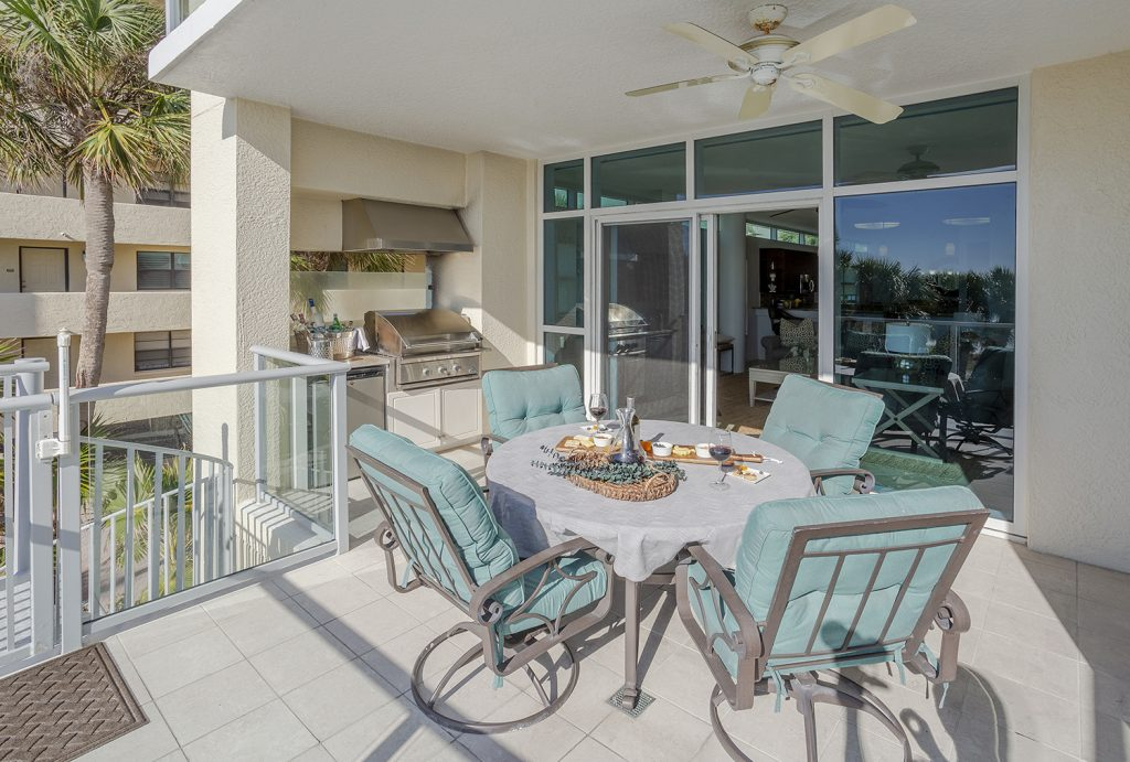 Outdoor kitchen on the beach. Gulf of Mexico views. Professional grill and mini fridge.