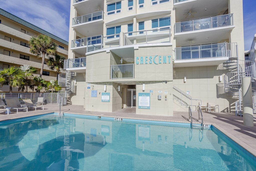 Small boutique condo. Quiet pool. Clean. Relaxing atmosphere. On the beach.